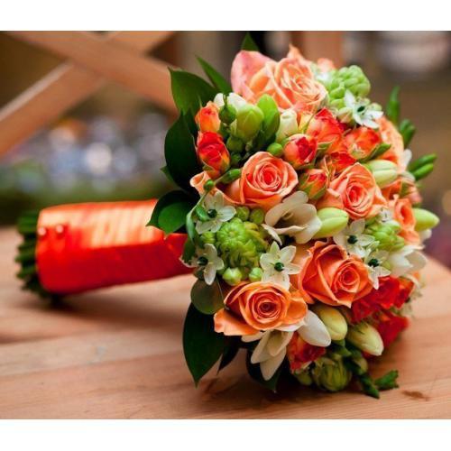 Роза, орнитогалум и фрезии