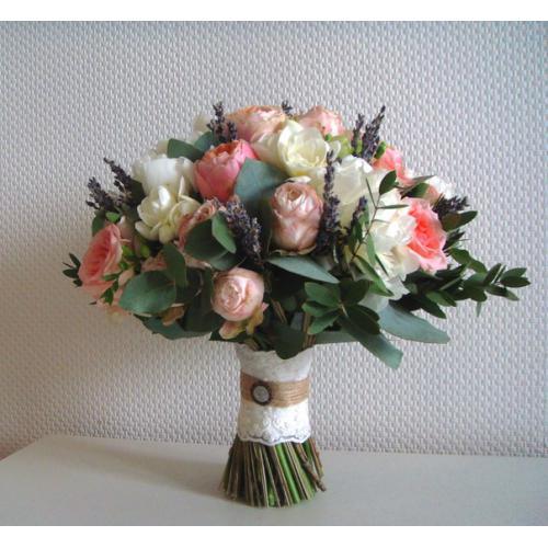 Пионовидные розы, фрзеии, эустома и лаванда