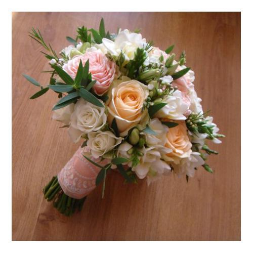 Пионовидные розы, фрзеии, эустома и хамелациум
