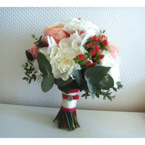 Гвоздики и пионовидные розы