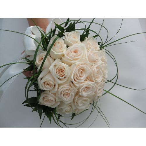 Белые розы беарграсс